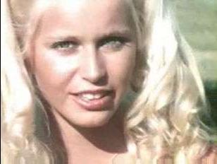 Американский ретро секс: блондинка отсосала большой член и трахнулась с малознакомым парнем