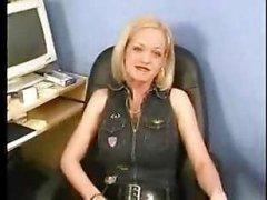 Блондинка ублажила продюсера, сделав минет и отдавшись продюсеру кастинг