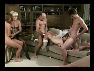 Жаркое порно винтаж зрелых дамочек и двух парней
