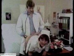 Лучшее ретро порно с доктором, который любит трахать медсестер и пациенток