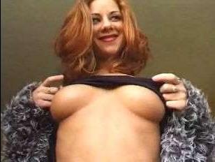 Между пошлой шлюхой и двумя русскими мужиками случилось домашнее ретро порно