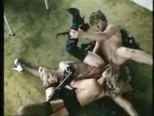 Немецкое групповое ретро порно с двумя похотливыми любительницами отсоса