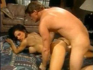 анальный секс с красивой и горячей брюнеткой