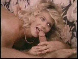 Посмотреть ретро порно со зрелой дамочкой, которая любит отсасывать