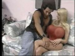 Ретро порно блондинки с большими сиськами, которая трахается с симпатичным парнем