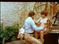 Ретро порно кастинг начался во дворе на качели