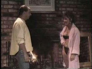 Винтажный секс зрелых любовников в уютной гостинной с камином
