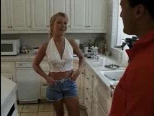 Дорожный рабочий облизал анус и трахнул домохозяйку на кухне - ретро порно 90-х
