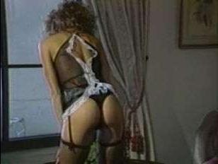 Истеричный бизнесмен жарко трахнул подругу - ретро порно видео 80-х