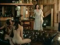 Порно-фильм качества ретро: волосатые телки ебутся с извращенцами