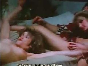 Порно видео ретро групповуха - три женщины и трое мужчин решили позабавится