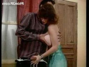 Порно винтаж: муж с женой уединились в доме друга и трахнулись