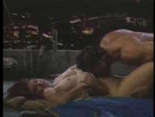 Редкое ретро порно: мужчина и красотка трахаются на крыше дома