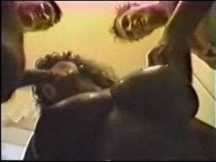 женщина с большими грудями занимается сексом