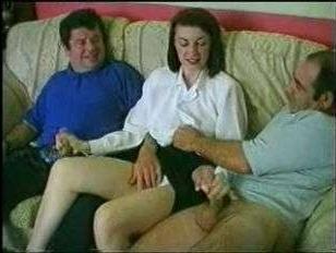 Ретро групповуха: зрелых волосатых мужиков ублажила озорная любительница секса
