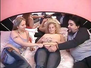 Ретро порно 90х с участием двух блондинок и мужчины