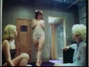 Ретро порно кино: в свободное от сцены время балерина занимается групповухой