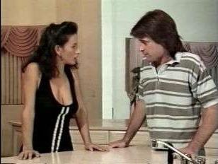 Ретро порно на кухне с красивой грудастой женушкой