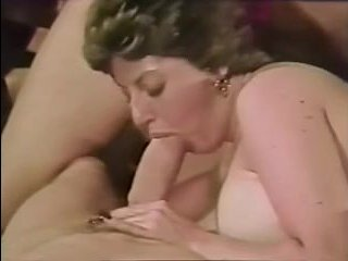 первый секс девушки с двумя парнями