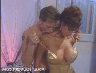 Ретро порно с Рокко Сиффреди: актер занимается сексом с брюнеткой