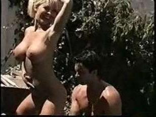 Ретро порно видео 90 года с симпатичной блондинкой