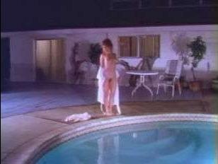 Старинное ретро порно с симпатичной девушкой и мужчиной у бассейна