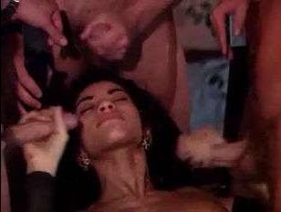 Видео секса ретро: групповое порно с двумя девушками