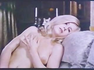 Винтажное порно кино: заложницы обслуживают хозяина и его работников