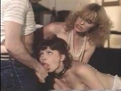 Винтажный ретро секс стал отличным развлечением для блондинки
