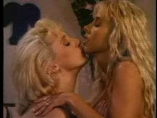 Порно винтаж: лесбиянки обожают тереться волосатыми мокрыми кисками