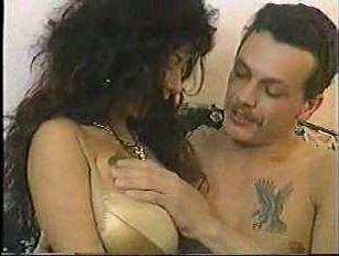 Ретро порно с грудастой зрелой красавицей в чулках