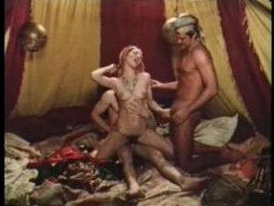 Ретро секс-кино: официантки и служанки ублажают господ в кабаке