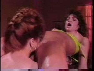Смотреть бесплатно порно винтаж: зрелые лесби ебутся на массажном столе