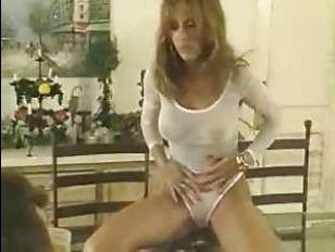 Смотреть ретро: голая женщина трахается с любовником