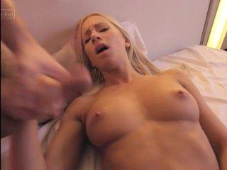 Смотреть ретро порно: зрелая с большими сиськами ебется жестко