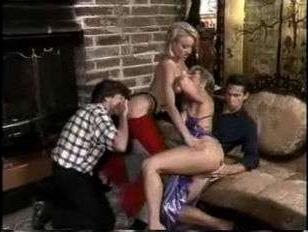 Порно фильм ретро: анальный и вагинальный секс в исполнении четырех свингеров