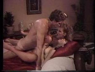Порно видео ретро: дамы трахаются в одним парнем и лижут друг другу киски