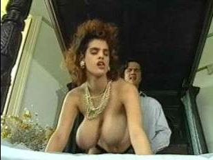 большая натуральная грудь красотки соблазнила самца