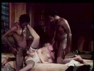 Ретро порно два негра ебут белую двойным проникновением