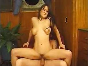Ретро порно голых женщин, которые очень любят трахаться с красивыми парнями