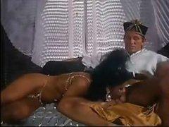 Анальное ретро порно зрелой загорелой красотки