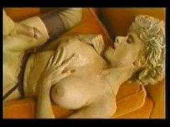 Для винтажного порно бабы в зрелом возрасте отдаются мужикам