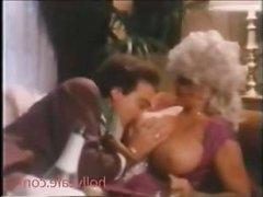 Порно ретро фильм: большая грудь мисс Ламур возбудила мачо на секс