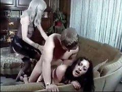 Ретро порно видео смотреть бесплатно: мужик трахает двоих баб