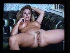 Скачать бесплатно порно видео: ретро мастурбация в исполнении милфы