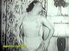 Старое доброе винтажное порно: домохозяйка трахается с доставщиком