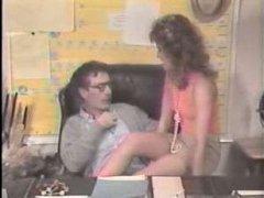 Винтажное секс кино: зрелый мужчина трахает девушку