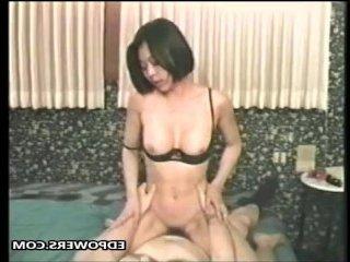 Японское ретро порно с молодой сексуальной шлюхой