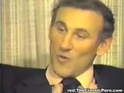 Винтажное порно: черная киска между двух белых членов