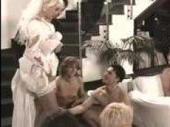 Горячий групповой секс, ретро свадьбе не помеха
